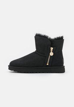 UGG - BAILEY ZIP MINI - Winter boots - black