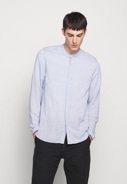 Folk - HALF PLACKET GRANDAD - Camisa - blue slub
