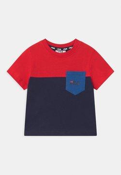 Fila - MARCO BLOCKED  - T-shirt print - black iris/true red/dazzling blue