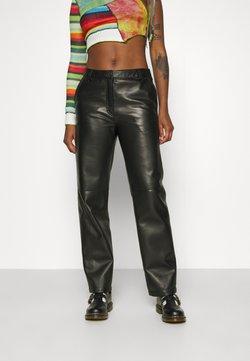 Wood Wood - FIONA TROUSERS - Pantalon en cuir - black