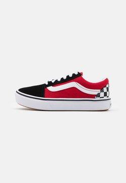 Vans - COMFYCUSH OLD SKOOL - Joggesko - black/red