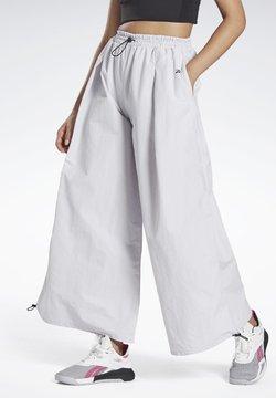 Reebok - WIDE LEG WOVEN TRACKSUIT BOTTOMS - Pantaloni sportivi - white