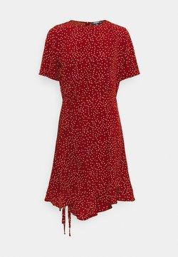 Missguided Tall - RUCHED SIDE TEA DRESS POLKA - Day dress - burgundy