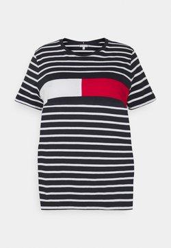 Tommy Hilfiger Curve - TEE REGULAR FIT FLAG - T-Shirt print - desert sky/white