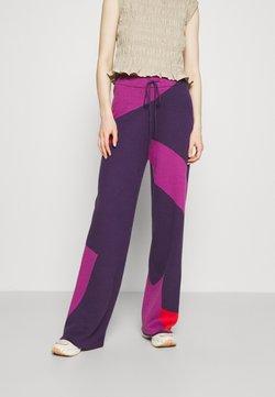 HOSBJERG - CORSA PANTS - Pantaloni - purple/orange