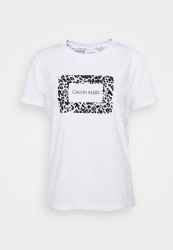 Calvin Klein - REGULAR FIT LEO BOX TEE - T-Shirt print - bright white