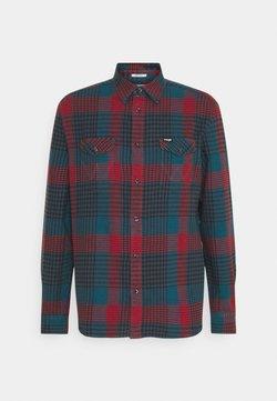 Wrangler - LS 2 POCKET FLAP SHIRT - Shirt - moroccan blue
