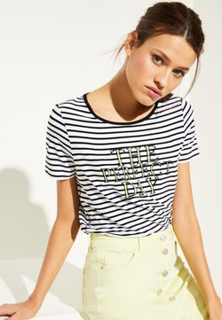 comma casual identity - MIT PAILLETTEN SCHRIFTZUG - T-Shirt print - white
