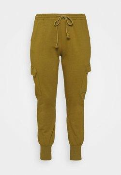 Vero Moda Curve - VMMERCY PANT - Pantalones deportivos - fir green