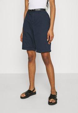 Vero Moda - VMFLASH BERMUDA BELT - Short - navy blazer