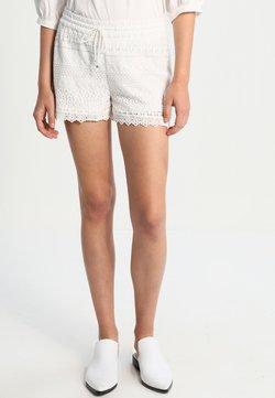 Vero Moda - VMHONEY - Shorts - snow white
