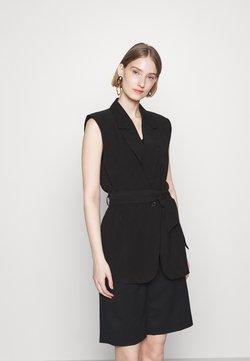 Bruuns Bazaar - LUCILLE LOEWE - Smanicato - black