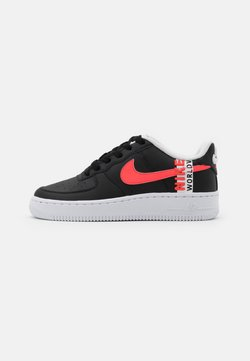 Nike Sportswear - AIR FORCE 1 LV8 UNISEX - Sneaker low - black/crimson tint/flash crimson/white