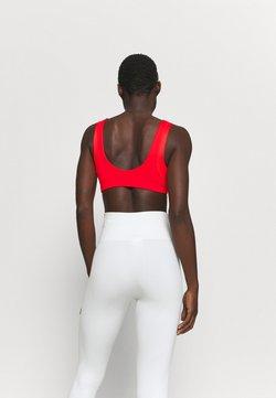 Nike Performance - INDY BRA - Urheiluliivit - chile red/white