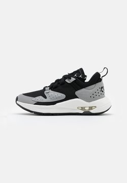 Jordan - AIR CADENCE UNISEX - Zapatillas de baloncesto - black/sail/light smoke grey/dark smoke grey/red