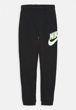 Nike Sportswear - CLUB PANT - Verryttelyhousut - black/barely volt