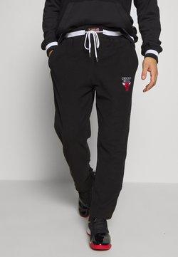 Mitchell & Ness - NBA CHICAGO BULLS REVERSED TEARWAY PANT - Vereinsmannschaften - black