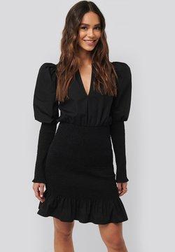 NA-KD - SMOCKED  - Cocktailkleid/festliches Kleid - black