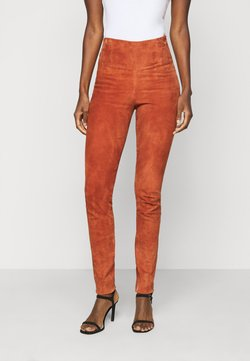 YAS Tall - YASZEBA - Pantalon en cuir - auburn