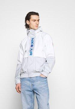 Nike Sportswear - AIR  - Regenjas - grey fog/summit white/signal blue