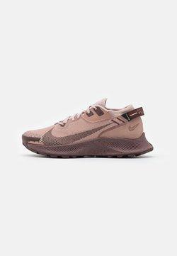 Nike Performance - PEGASUS TRAIL 2 GTX - Laufschuh Trail - desert dust/el dorado/stone/mauve/smokey mauve/metallic red bronze