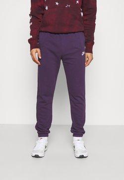 Nike Sportswear - CLUB PANT - Jogginghose - grand purple/grand purple/white