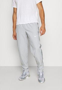 Nike Performance - RUN STRIPE PANT - Pantalones deportivos - light smoke grey/smoke grey/reflective silver