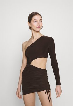 Missguided - SLINKY ONE SHOULDER CUT OUT MINI DRESS - Jerseykleid - chocolate
