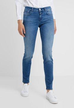 CLOSED - BAKER LONG - Jeans Slim Fit - mid blue