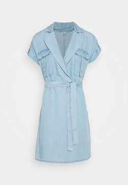 Noisy May Petite - NMVERA ENDI SHIRT DRESS - Denim dress - light blue denim