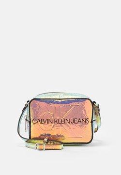 Calvin Klein Jeans - CAMERA BAG IRIDESCENT - Sac bandoulière - grey
