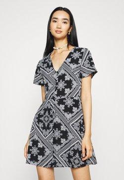 Missguided - BUTTON THROUGH TEA DRESS - Blusenkleid - black