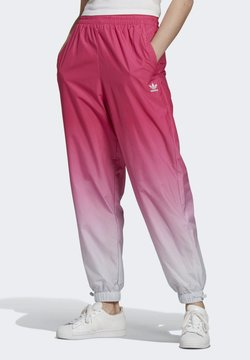 adidas Originals - TRACKPANTS ADICOLOR PRIMEGREEN ORIGINALS RELAXED TRACK PANTS - Jogginghose - burgundy