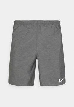 Nike Performance - CHALLENGER SHORT - Pantalón corto de deporte - smoke grey heather/reflective silver