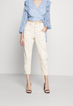 Miss Selfridge Petite - MOM HIGH WAIST - Relaxed fit jeans - white