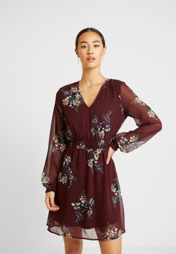 Vero Moda - VMALLIE SHORT SMOCK DRESS - Freizeitkleid - winetasting