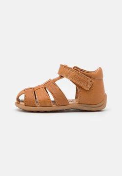 Bisgaard - CARLY UNISEX - Sandaalit nilkkaremmillä - tan