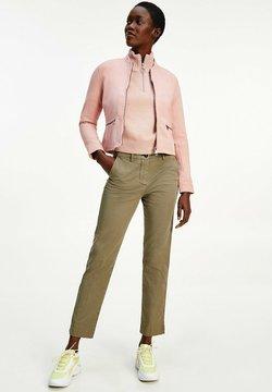 Tommy Hilfiger - ESSENTIAL SUEDE SLIM VARSITY  - Giacca di pelle - soothing pink