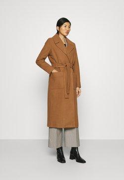 JUST FEMALE - LEOLA COAT - Classic coat - walnut