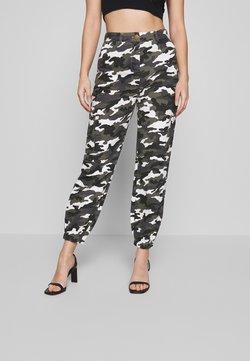 Missguided Petite - HIGH WAISTED CAMO CARGO TROUSERS - Pantalon classique - grey