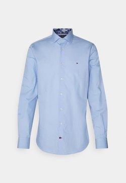 Tommy Hilfiger Tailored - SOLID SLIM SHIRT - Businesshemd - light blue