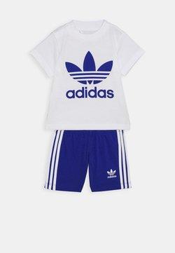 adidas Originals - SET UNISEX - Shorts - white/royblu