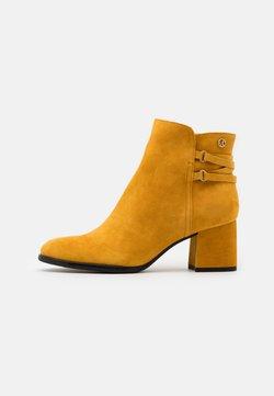 s.Oliver BLACK LABEL - Ankle Boot - saffron