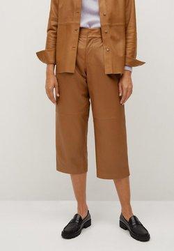 Mango - COFFE - Pantalon en cuir - středně hnědá
