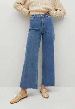 Mango - CATHERIN - Flared Jeans - middenblauw