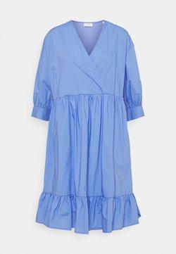 Marc O'Polo DENIM - DRESS WRAP OPTIC RUFFLE HEM - Vapaa-ajan mekko - intense blue