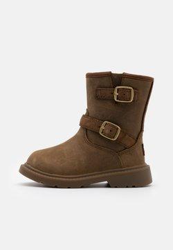 UGG - KINZEY - Boots - walnut