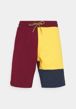 New Balance - Shorts - red