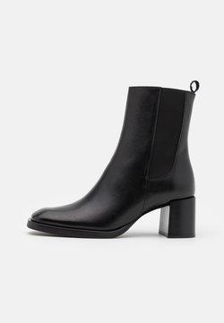 Filippa K - FLORENCE CHELSEA BOOTIE - Stiefelette - black