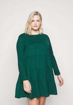 Missguided Plus - TIERED SMOCK DRESS - Freizeitkleid - green